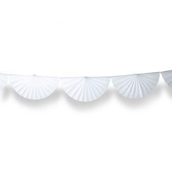 Girlanden aus Fächern aus weißem Papier