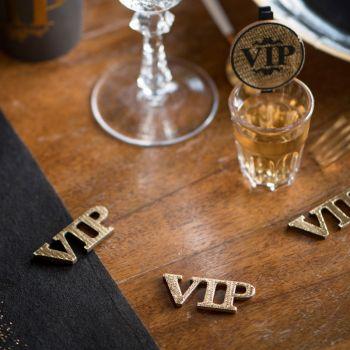 Konfetti von VIP-Tisch