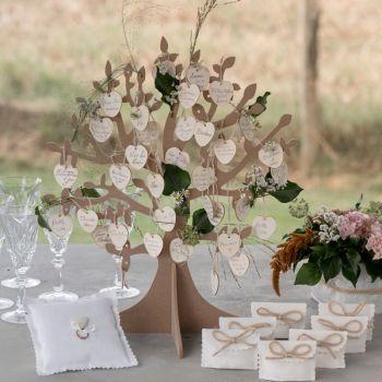 Tisch dekoriert Wunschbaum und 50 Herzen Holz