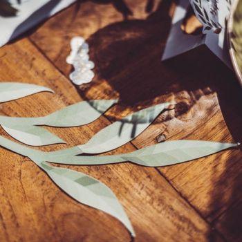 6 Eukalyptuszweige aus grünem und goldenem Papier
