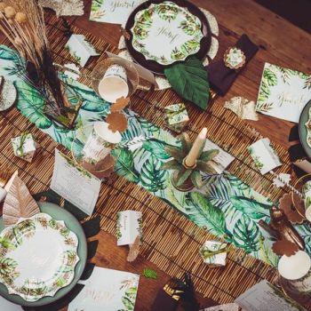 Tischpfad tropische Blätter