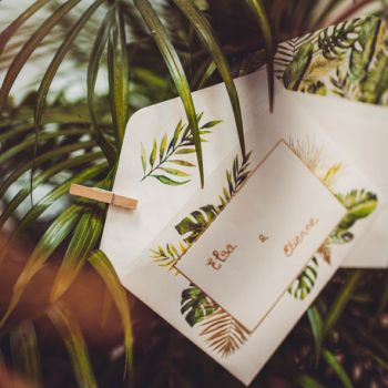 10 Einladungen mit tropischen Laubhüllen