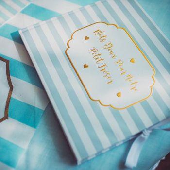 Goldenes Buch kleiner, blauer Schatz