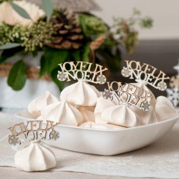 10 Konfetti Frohe Weihnachten aus naturbelassenem und weißem Holz