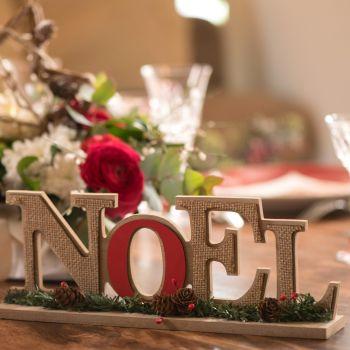 Frohe hölzerne Weihnachten traditionelles Dekor