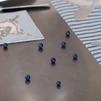 50 Mini Glitzerkugeln nachtblau