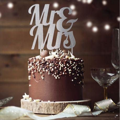 Dekor Mrs & Mrs Silber glitzerte auf Ihrem Geburtstagskuchen zu stechenAbmessungen: 18 x 23cm