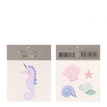 Hippocampus Tattoo und Muscheln