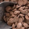 Schokolade zum Schmelzen und Chips für Kuchen
